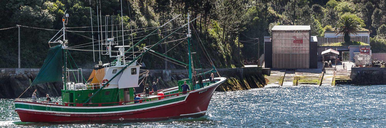 """El """"Ozentziyo"""", una de las últimas embarcaciones tradicionales de madera construidas en Euskadi."""