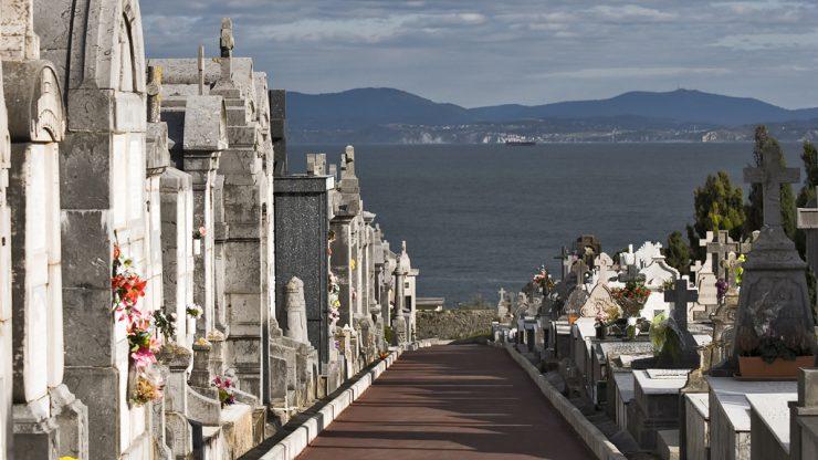 Cementerio de Ballena en Castro Urdiales.