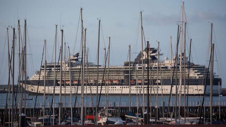 Crucero atracado en el muelle de Getxo.