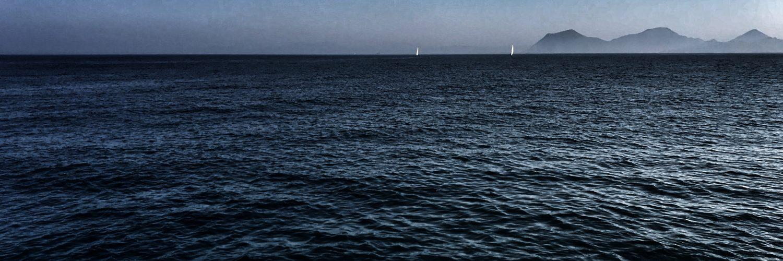 El mar, un inmenso espacio azul.