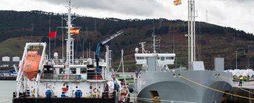 Primera prueba de carga de gas natural licuado de barco a barco.