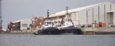 Dos remolcadores atracados en el Puerto de Bilbao.