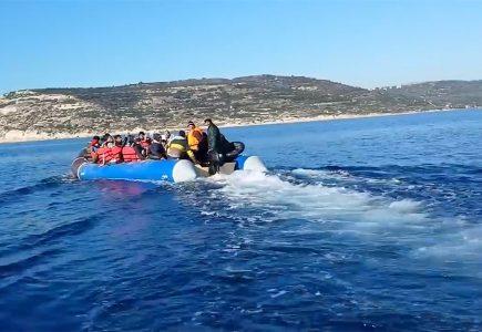 Personas que huyen de la guerra en el Mediterráneo.